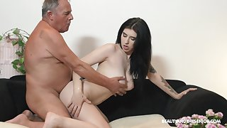 Grey vs Young video almost a big Hawkshaw guy and stunning Sheril Bloom