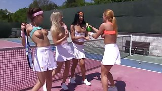 Large pansy belt on the tennis neighbourhood with Ana Rose and Cayla Lyons